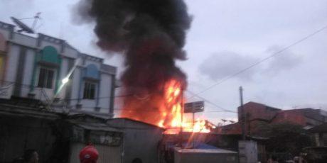 Diduga Arus Pendek Listrik Penyebab Kebakaran di Pasar Anyar Tangerang