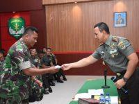 Dandim 0501/JP BS Memberikan Taliasih Pada Anggota Staf dan Babinsa Periode Februari 2019