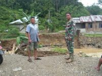 Antisipasi Terjadinya Banjir Koramil 420-07/Sungai Manau Himbau Agar Warga Tetap Waspada