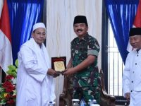 Panglima TNI Silaturahmi Ke Pengajian Kliwonan Kanzus Sholawat Habib Luthfi Bin Yahya di Pekalongan