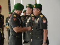 """Sertijab Staf Ahli TNI AD : Kadispenad """"Sahli Kasad Miliki Peran Penting Bagi Pelaksanaan Tugas Pokok TNI AD"""