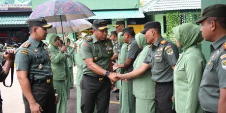Pangdam Jaya Bersama Ketua Persit Kartika Chandra Kirana Daerah Jaya Kunjugi Kodim 0501/JP BS