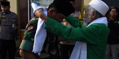 Kedatangan Panglima TNI dan Wakapolri di Markas Polda Banten Disambut KH. Buya Muhtadi