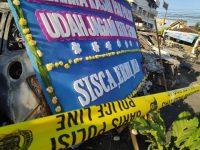 """Ucapan """"Terimakasih Polisi""""Melalui Karangan Bunga Banjiri Mapolres Jakarta Barat"""