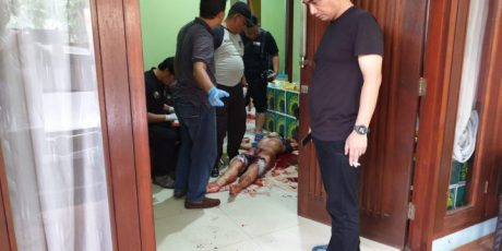 Dua Orang Tewas Bersimba Darah Dibantai Orang tak di kenal