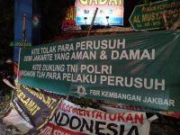 Tolak Segala Bentuk Kerusuhan, Warga Jakarta Barat Pasang Spanduk Dukung TNI-Polri
